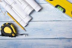 Architecten worplace hoogste mening Architecturaal project, blauwdrukken, blauwdrukbroodjes op houten bureaulijst bouw Stock Foto's