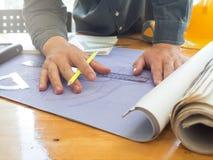 Architectenconcept, Architecten die met blauwdrukken werken Royalty-vrije Stock Foto