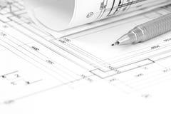 Architectenwerkruimte met vloerplan, blauwdrukbroodje en potlood Royalty-vrije Stock Afbeeldingen