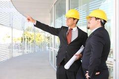 Architectes d'hommes sur le chantier de construction Image libre de droits