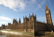 Σπίτια του γοτθικού architectu του Λονδίνου παλατιών του Γουέστμινστερ του Κοινοβουλίου Στοκ φωτογραφίες με δικαίωμα ελεύθερης χρήσης