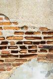 Architectu anaranjado de la textura del fondo de la pared de ladrillo del cemento viejo de la grieta Imagenes de archivo