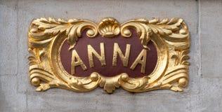 Architecturaal detail met naam Anna, bij de bouw in Grand Place, Brussel, België stock fotografie