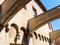 Architecturaal detail op Capitulska-Straat, Bratislava Stock Foto's