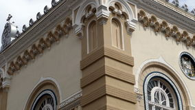 Architecturaal detail in Servische Vicariate in Timisoara, Roemenië stock video