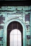 Architecturaal detail van de kerktoren Geoxydeerd koper stock foto's