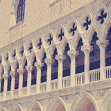 Architecturaal detail van de voorgevel van Palazzo Ducale Stock Foto's