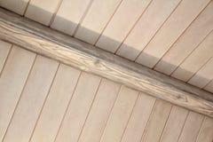 Architecturaal detail van een binnen houten plafond Royalty-vrije Stock Afbeeldingen