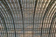 Architecturaal detail van het gerenoveerde Architecturale detail van het gerenoveerde Roosterplafond royalty-vrije stock fotografie