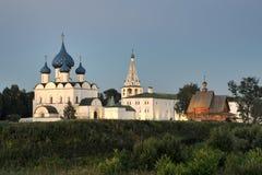 Architecturaal Ensemble van Suzdal het Kremlin bij Zonsondergang Royalty-vrije Stock Fotografie