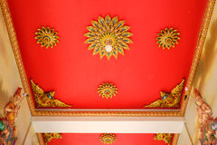 Architecturaal plafond in tempel in Thailand Stock Afbeelding