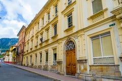 Architectural concret coloré par jaune très gentil Photo libre de droits