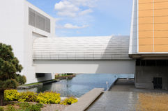 Architectural Zen. Sleek modern lines combined with with foliage and water gardens make for a peaceful setting Royalty Free Stock Photo