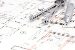 Architecturale achtergrond met vloerplan, trekkend kompas en potlood Stock Afbeeldingen