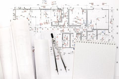Architecturale blauwdrukbroodjes met tekeningskompas en blocnote Stock Foto's