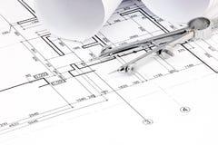 Architecturale blauwdrukplannen met broodjes en tekeningskompas Royalty-vrije Stock Afbeeldingen