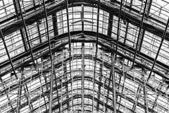 Architecturale Boog en Geribbelde Dakwerksteunen Royalty-vrije Stock Foto's