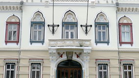 Architecturale decoratie Voorgevel van Servische Vicariate in Timisoara (4 K) - 2 stock video