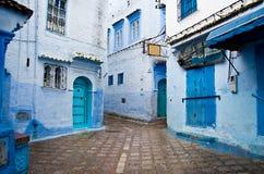 Deuropeningen van Marokko, blauwe straten royalty-vrije stock fotografie