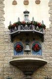 Architecturale details met Kerstmisdecoratie royalty-vrije stock fotografie