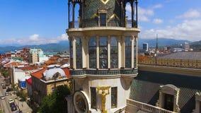 Architecturale details van Astronomische klokketoren in Batumi Georgië, aantrekkelijkheid stock footage