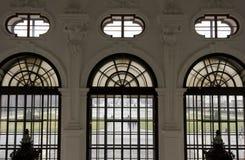 Architecturale dichte omhooggaand van binnenuit van de vensters van Shloss-Belvedere Royalty-vrije Stock Fotografie