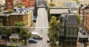 Architecturale lay-out van de stad met vervoer, mensen en gebouwen stock video