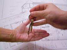 Architecturale plannen met sleutels Stock Afbeeldingen