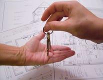 Architecturale plannen met sleutels Stock Fotografie