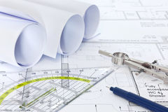 Architecturale plannen met tekeningsapparatuur Stock Afbeelding