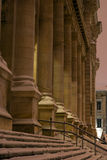 Architecturale 's nachts kolommen Royalty-vrije Stock Afbeeldingen