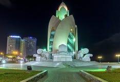 Architecturale schoonheid van lotusbloemknoppen bij nacht in Nha Trang Royalty-vrije Stock Foto's
