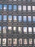 architecturale straatdetails in Riga, Letland - uitstekend effect stock afbeeldingen