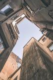 architecturale straatdetails in Riga, Letland - uitstekend effect stock fotografie