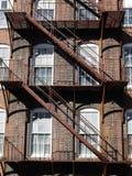 Architecture : évasion d'incendie en acier rouillée v images stock