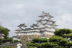 Architecture antique de château de Himeji avec le jardin japonais dans Hy Image libre de droits