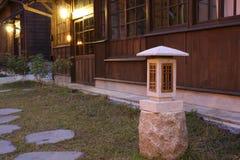 Architecture antique japonaise et jardin image libre de droits