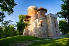 Architecture atmosphérique de château de Vlad Tepes en parc de Carol de Bucarest image libre de droits