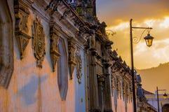 Architecture coloniale dans la ville Guatemala de l'Antigua Image libre de droits