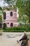 Architecture coloniale portugaise et jardin dans la porcelaine de Macao Photographie stock libre de droits