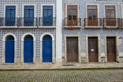 Architecture coloniale portugaise traditionnelle dans le sao Luis, Brésil photo stock