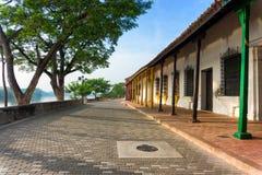 Architecture coloniale sur le bord de mer image libre de droits