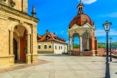 Architecture colorée en Marija Bistrica, Croatie photographie stock