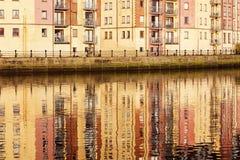 Architecture de Belfast le long de rivière Lagan Photographie stock libre de droits