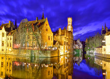 Architecture de Bruges par nuit Images libres de droits