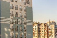 Architecture de fenêtre établissant le style moderne Façade de la nouvelle MU Images stock