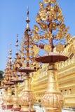 Architecture de pagoda de Shwezigon dans Bagan images libres de droits