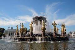 Architecture de parc de VDNKH à Moscou Fontaine d'amitié de personnes Photographie stock libre de droits