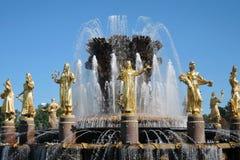Architecture de parc de VDNKH à Moscou Fontaine d'amitié de peuples Images stock