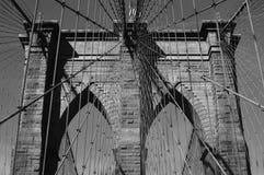 Architecture de pont de Brooklyn noire et blanche images libres de droits